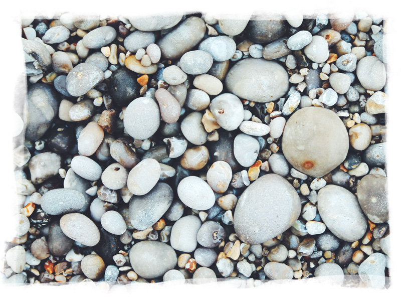 Photo of the emblematic pebbles on the beach of Fécamp