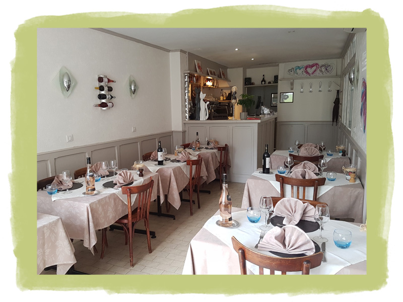 The simple and warm decoration of our traditional restaurant with air conditioning